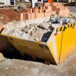 Kontenery na gruz – komfortowy wywóz odpadów budowlanych i zielonych